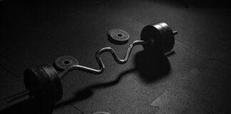 Jak wybrać sprzęt do treningu siłowego